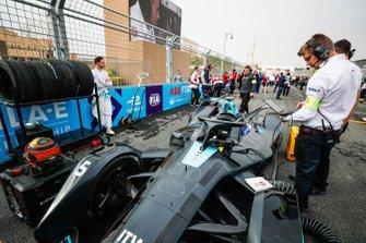 Stoffel Vandoorne, HWA Racelab, accanto alla sua VFE-05
