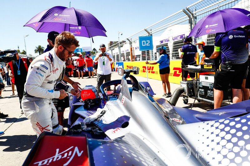 Sam Bird, Envision Virgin Racing, si prepara a salire sulla sua Audi e-tron FE05