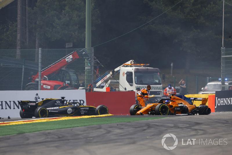 Startcrash met Fernando Alonso, Charles Leclerc en Nico Hülkenberg