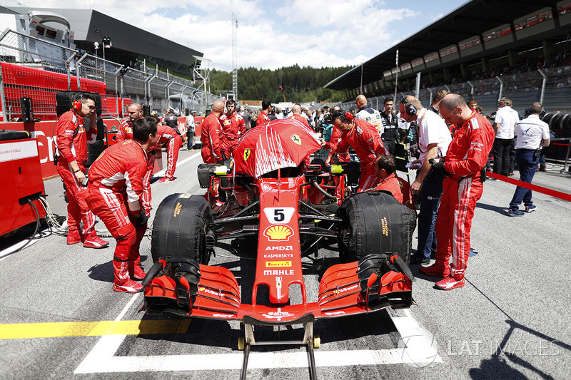 Sebastian Vettel, Ferrari SF71H, on the grid