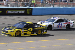 Brad Keselowski, Team Penske, Ford Fusion Alliance Truck Parts and Kurt Busch, Stewart-Haas Racing, Ford Fusion Mobil 1/Haas Automation