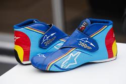 Fernando Alonso, McLaren, shoes celebrating his 300th Grand Prix appearance