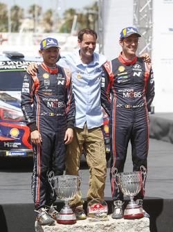 Переможці Тьєррі Ньовілль та Ніколя Жильсуль, Hyundai Motorsport Hyundai i20 Coupe WRC
