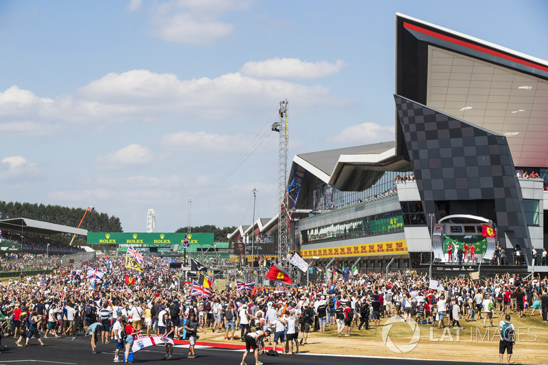 Podio: Lewis Hamilton, Mercedes AMG F1, Sebastian Vettel, Ferrari, Kimi Raikkonen, Ferrari