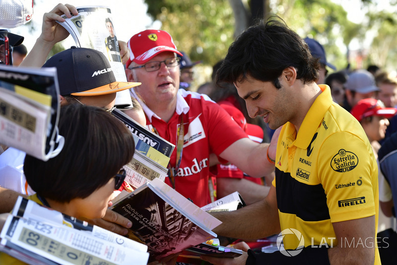 Carlos Sainz Jr., Renault Sport F1 Team signs autographs for the fans