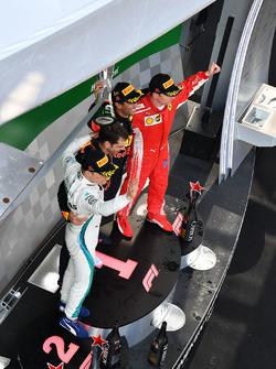 Podio: ganador de la carrera Daniel Ricciardo, Red Bull   segundo lugar Valtteri Bottas, Mercedes-AMG F1, y tercer lugar Kimi Raikkonen, Ferrari