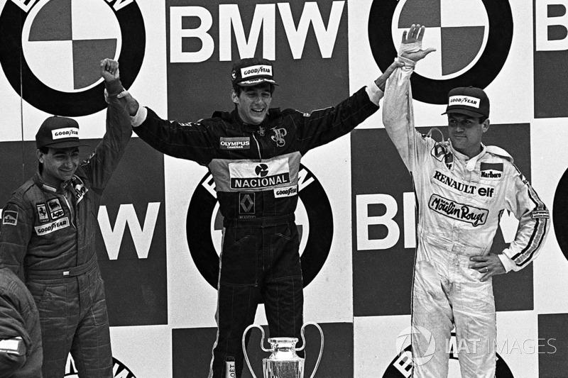 Ayrton Senna, Lotus, (no meio) Michele Alboreto, Ferrari, (à esquerda) e Patrick Tambay, Renault (à direita)