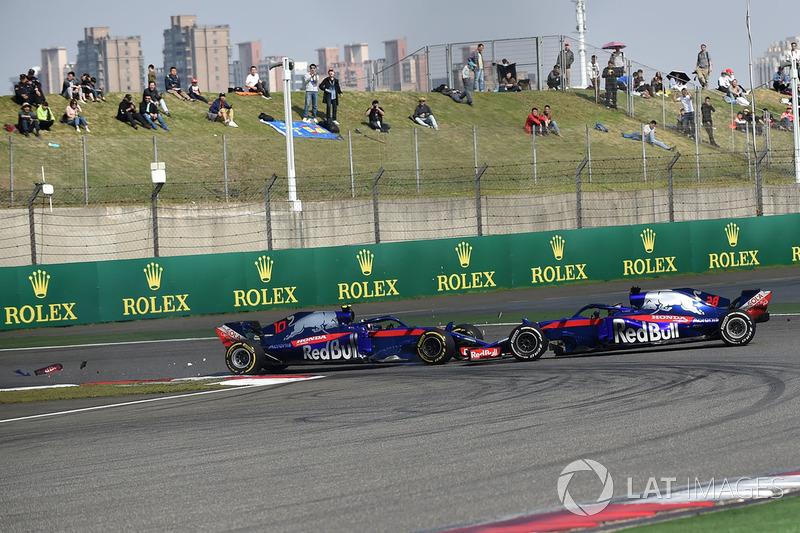 Pierre Gasly, Scuderia Toro Rosso STR13 and Brendon Hartley, Scuderia Toro Rosso STR13 collide