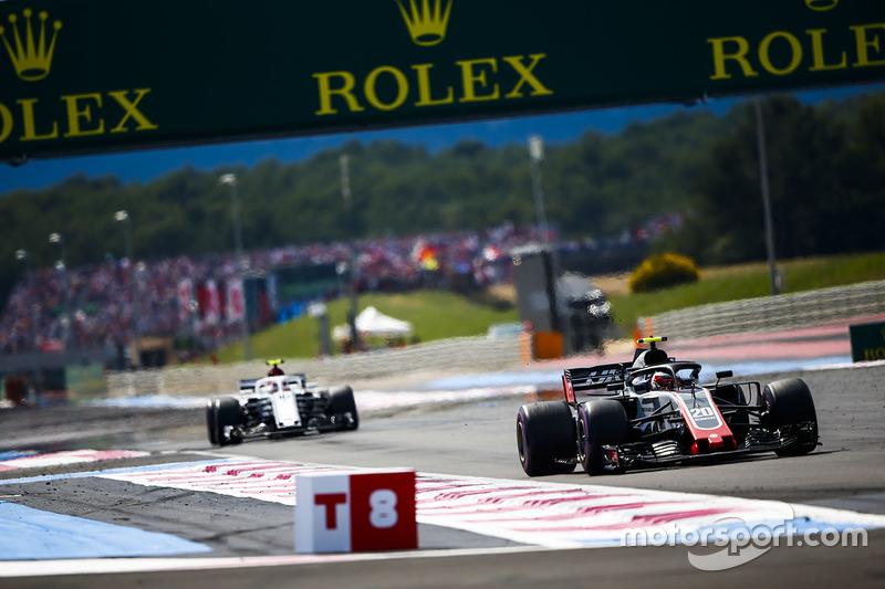 Кевин Магнуссен, Haas F1 Team VF-18, и Сергей Сироткин, Williams FW41