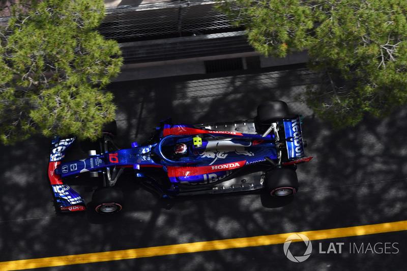 10: Pierre Gasly, Scuderia Toro Rosso STR13, 1'12.221