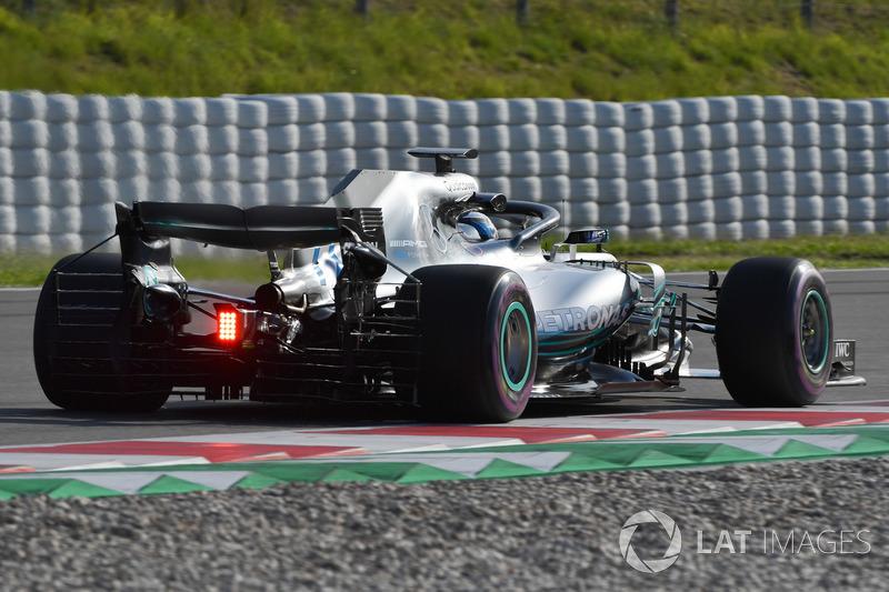 Valtteri Bottas, Mercedes-AMG F1 W09, con sensori aerodinamici sull'ala anteriore
