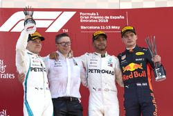 Valtteri Bottas, Mercedes AMG F1, Peter Bonnington, Mercedes AMG, Lewis Hamilton, Mercedes AMG F1, Max Verstappen, Red Bull Racing