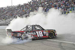 Yarış galibi Noah Gragson, Kyle Busch Motorsports Toyota