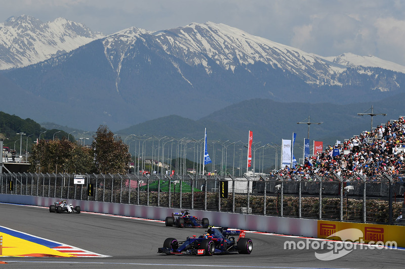 Carlos Sainz Jr., Scuderia Toro Rosso STR12 Race, Sochi Autodrom, Sochi, Krasnodar Krai, Russia, Sunday 30 April 2017.