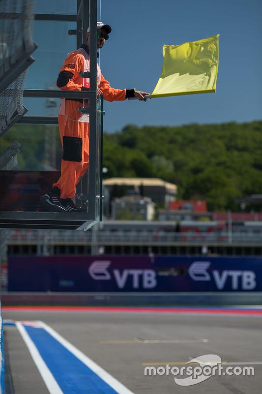 Маршал із жовтим прапором