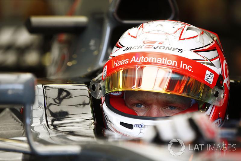 Kevin Magnussen, Haas F1 Team con visera del casco levantada