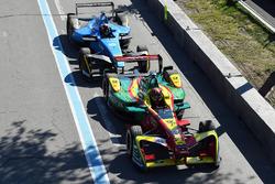 Даніель Абт, ABT Schaeffler Audi Sport, та Себастьян Буемі, Renault e.Dams, enter the pits