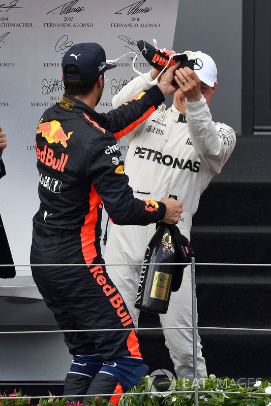 Podium: race winner Valtteri Bottas, Mercedes AMG F1, third place Daniel Ricciardo, Red Bull Racing