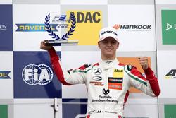 Подиум: первое место – Мик Шумахер, Prema Powerteam, Dallara F317 – Mercedes-Benz