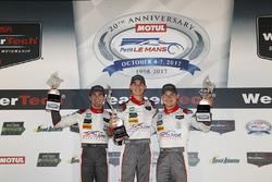 Победители в классе GTD: Коннор де Филиппи, Кристофер Мис и Шелдон ван дер Линде, Land-Motorsport
