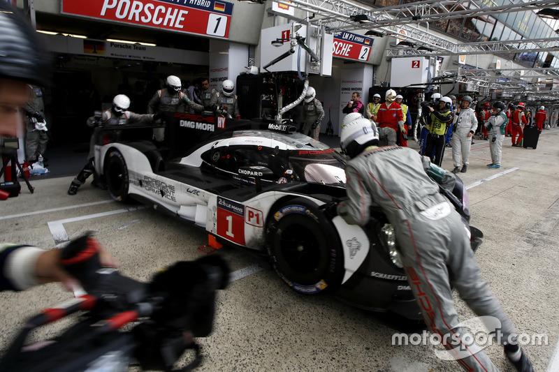 13e: #1 Porsche Team Porsche 919 Hybrid: Timo Bernhard, Mark Webber, Brendon Hartley