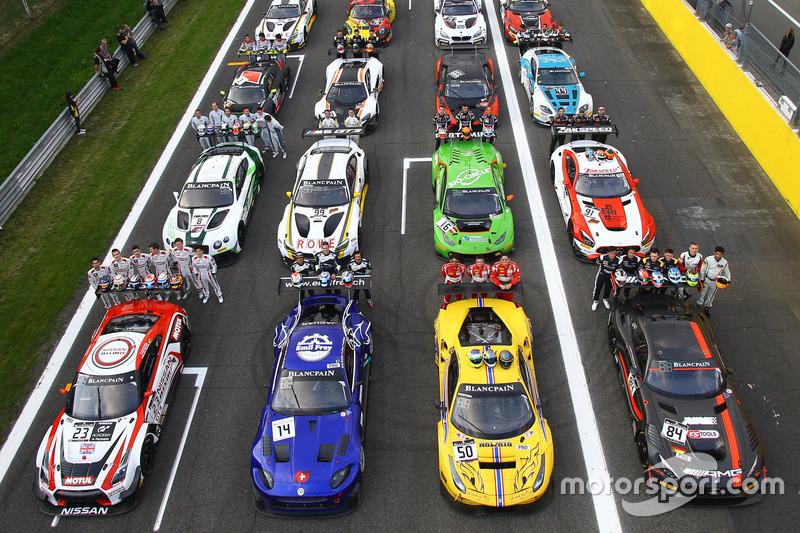 Gruppenfotos mit allen Fahrzeugen