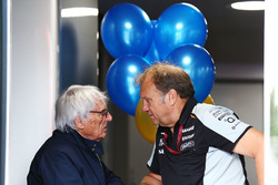Bernie Ecclestone mit Robert Fernley, Sahara Force India F1 Team, stellvertretender Teamchef