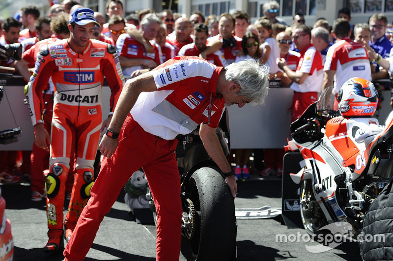 Gigi Dall'Igna, Ducati Corse General Manager, Andrea Iannone, Ducati Team, looking at the tyres