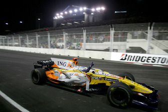 Fernando Alonso, Renault F1 Team R28 celebra