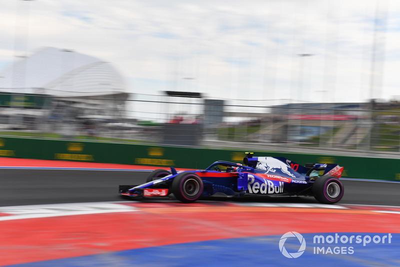 17: Пьер Гасли, Scuderia Toro Rosso STR13, без времени в Q2 (штраф за замену элементов силовой установки)
