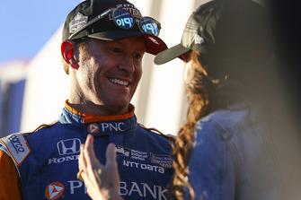 Ganador Scott Dixon, Chip Ganassi Racing Honda,con su esposa, Emma