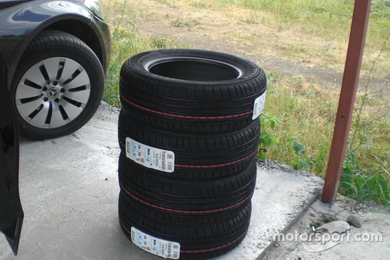 Комплект свіжої гуми для У1600