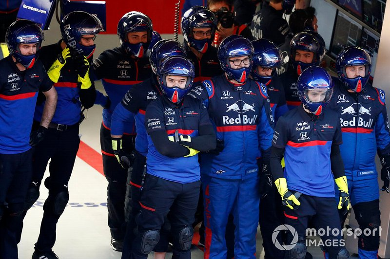 Mekanik Scuderia Toro Rosso