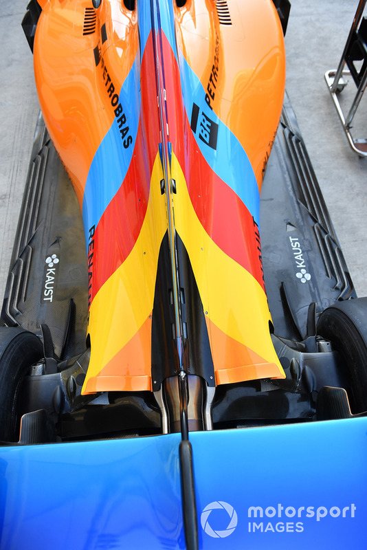 Детали задней части McLaren MCL33