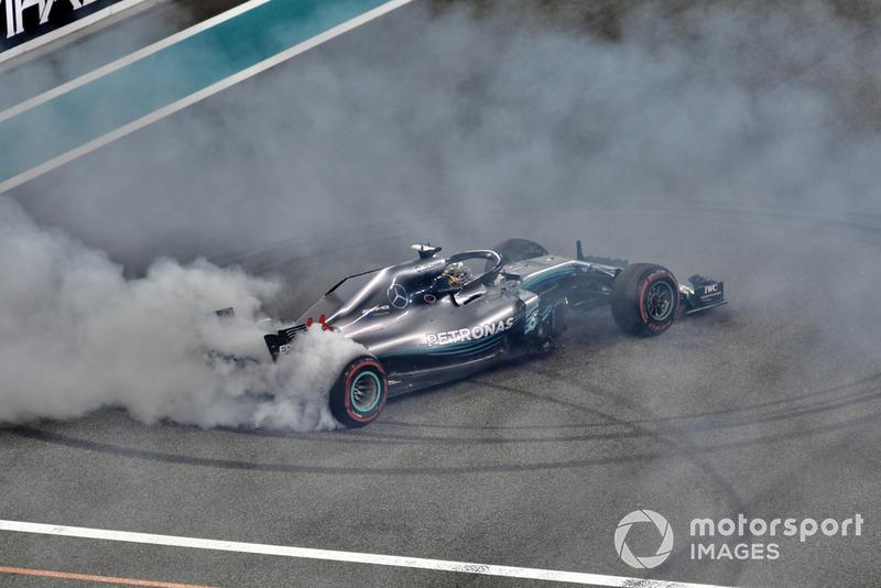 Lewis Hamilton, Mercedes AMG F1 W09 EQ Power+ fait des donuts