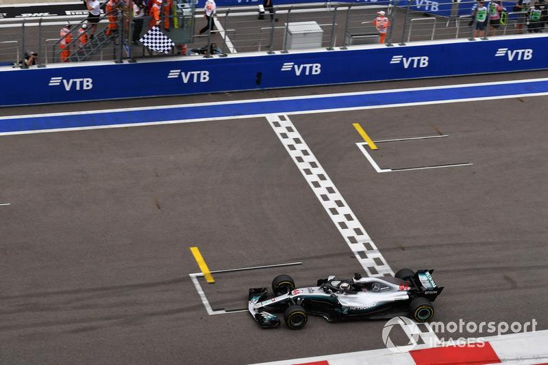 Y así fue, Hamilton sumó la victoria número 70 de su carrera