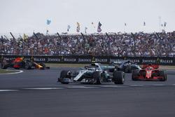 Valtteri Bottas, Mercedes-AMG F1 W09 ahead of Sebastian Vettel, Ferrari SF71H