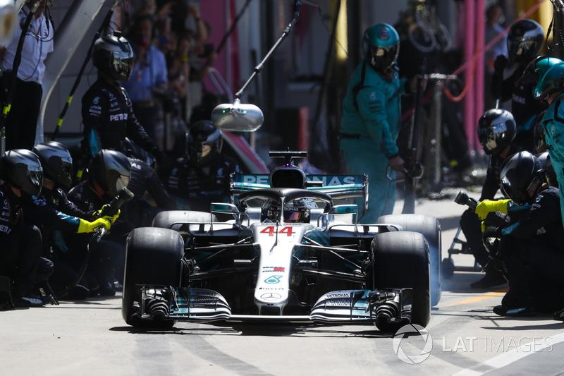 Lewis Hamilton, Mercedes AMG F1 W09, para en boxes