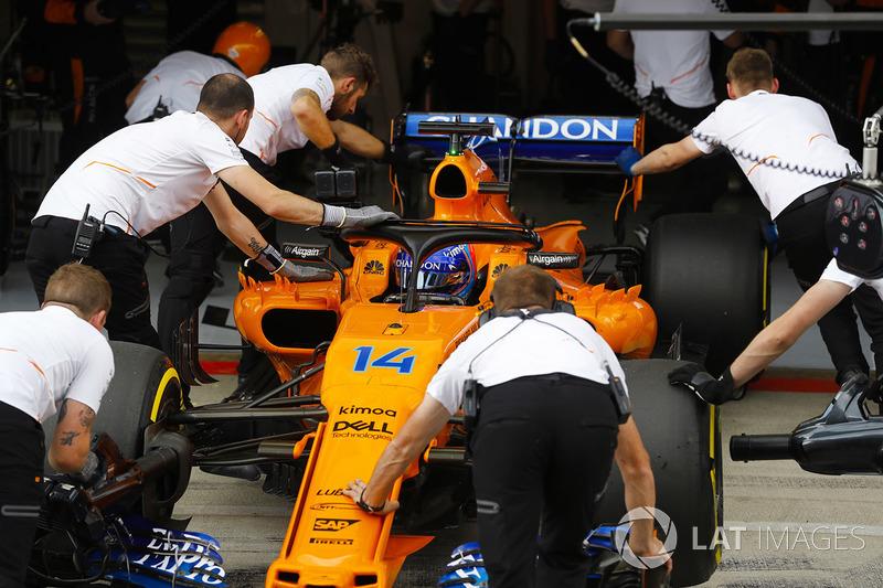 Fernando Alonso, McLaren MCL33, vuelve al box