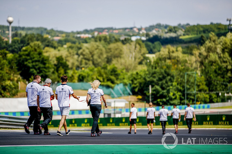 Charles Leclerc, Sauber walks the track with team