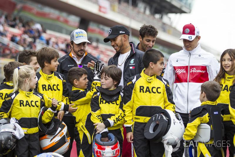 Fernando Alonso, McLaren, Lewis Hamilton, Mercedes-AMG F1, Daniel Ricciardo, Red Bull Racing and Marcus Ericsson, Sauber with the RACC Cadet Karters