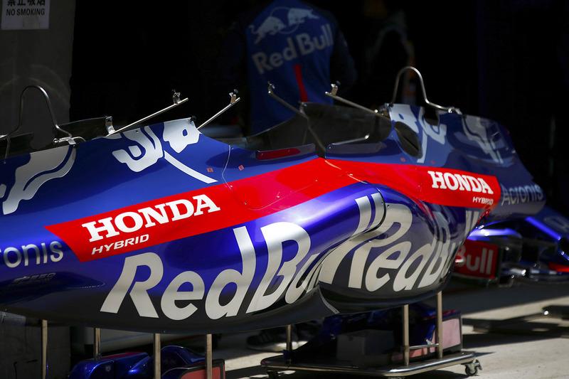 Toro Rosso Honda bodywork in the pit lane