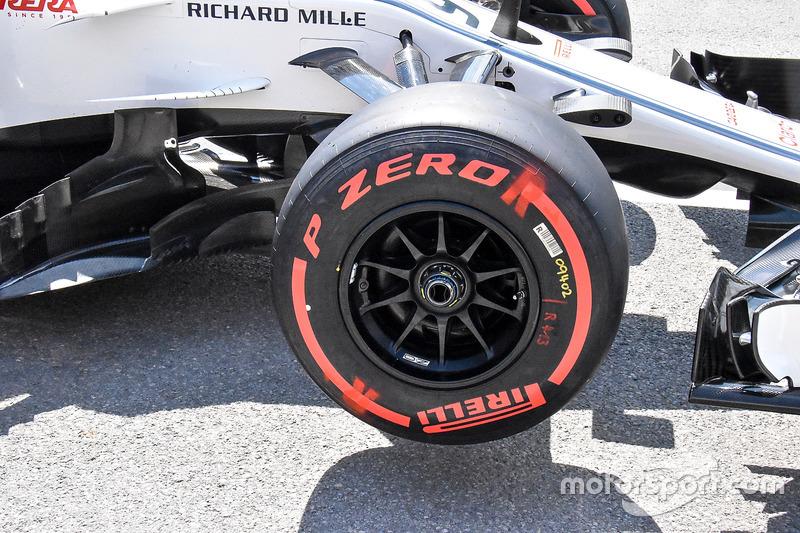 Переднее колесо Sauber C37
