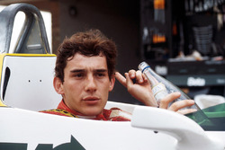 Ayrton Senna, se prepara para dar su primera vuelta en el Williams FW08C
