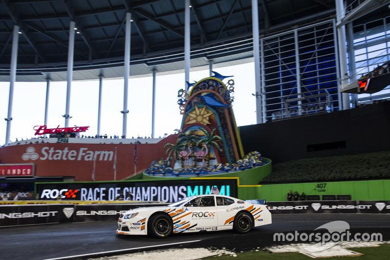 Ryan Hunter-Reay, conduce el Whelen NASCAR