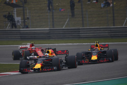 Daniel Ricciardo, Red Bull Racing RB13, leads Max Verstappen, Red Bull Racing RB13, and Kimi Raikkonen, Ferrari SF70H