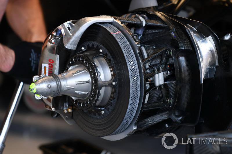 Mercedes-Benz F1 W08, front brake and wheel hub