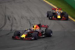 Max Verstappen, Red Bull Racing RB13, devant Daniel Ricciardo, Red Bull Racing RB13