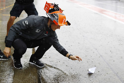 Stoffel Vandoorne, McLaren, with a paper boat in the pit lane