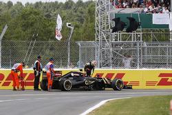 Pastor Maldonado, Lotus E23 climbs from his broken car after crashing at the start